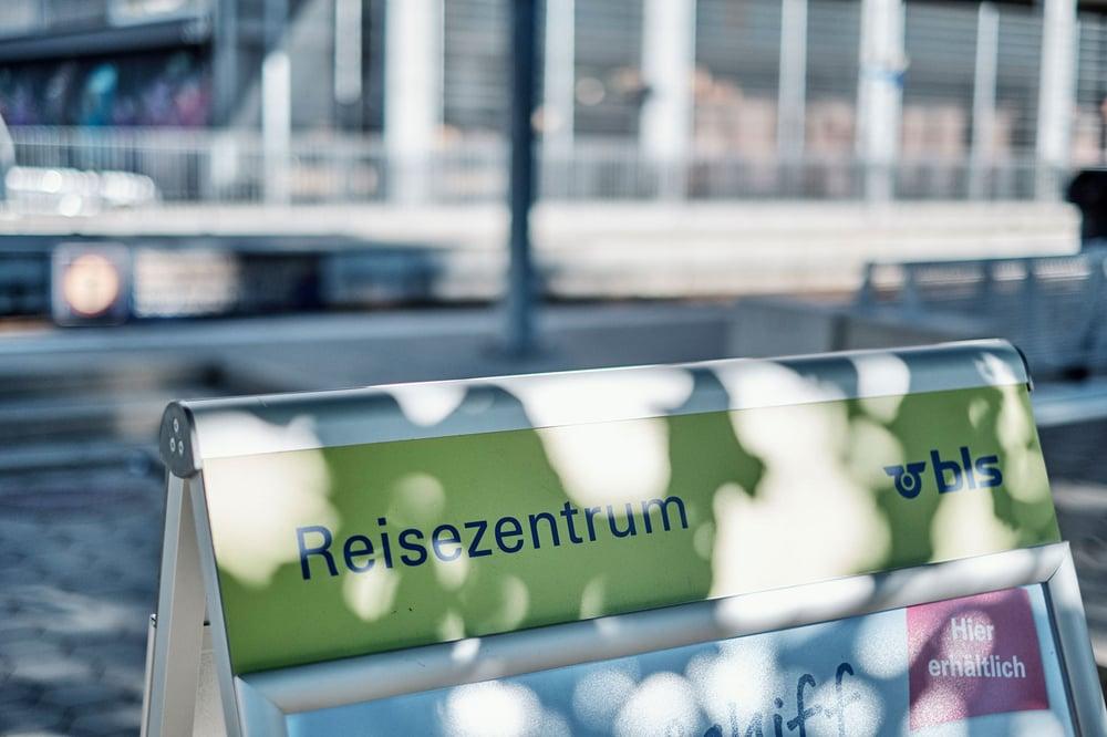 Reisen-Reisezentrum-Koeniz-Tafel