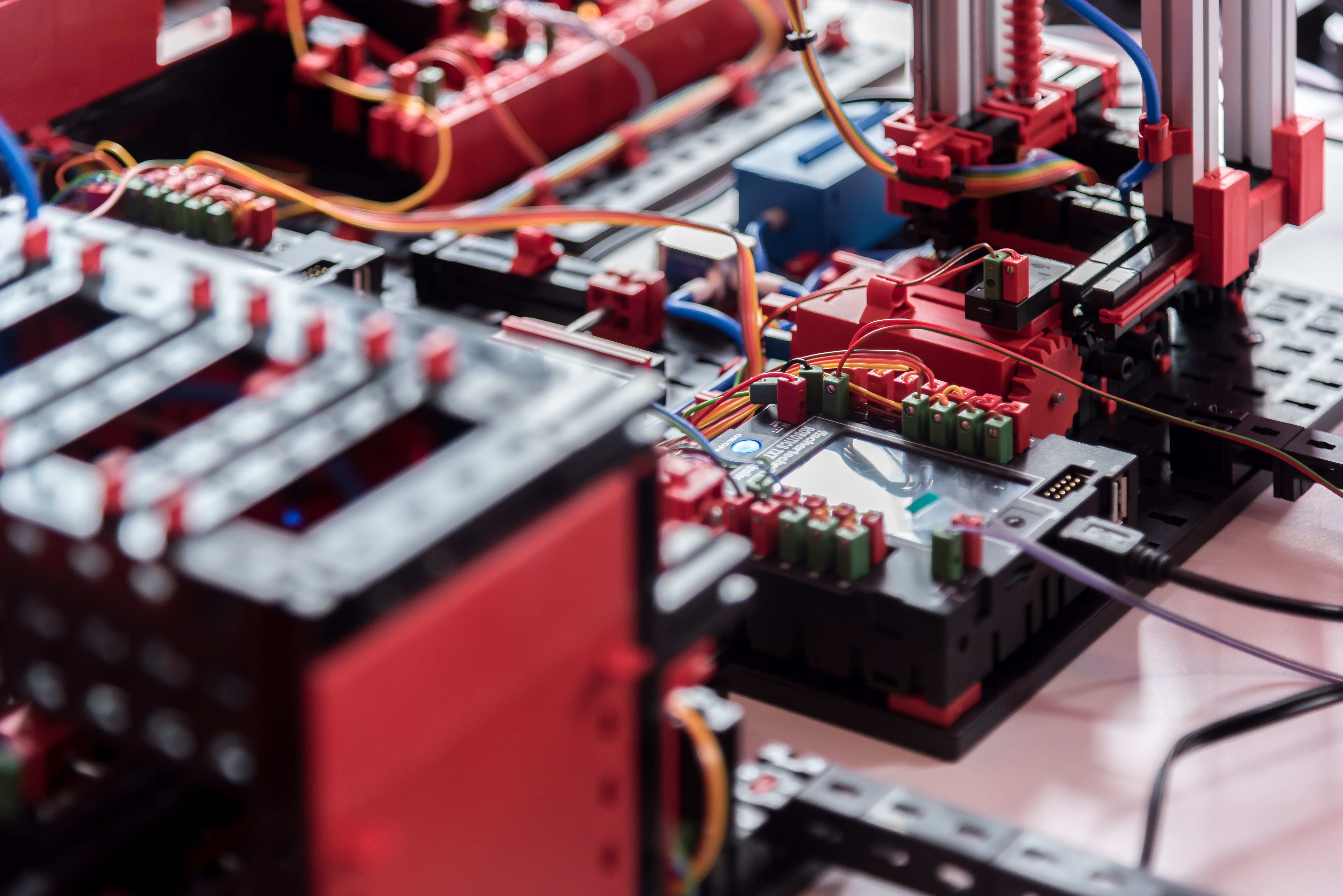 Model einer Blockchain Produktionsanalage_nah_Industriestanzen_kleiner