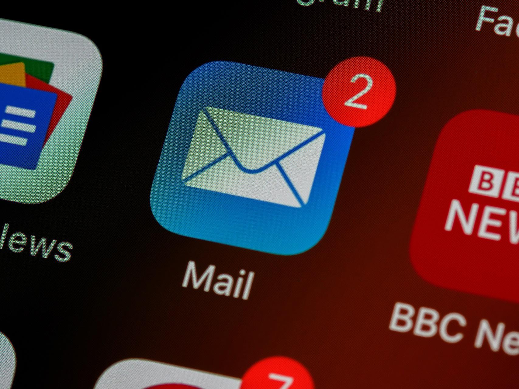 Checkliste: Wann zeigen Sie Ihrem Marketing-Tool die rote Karte?_cmm360_Photo by Brett Jordan on Unsplash