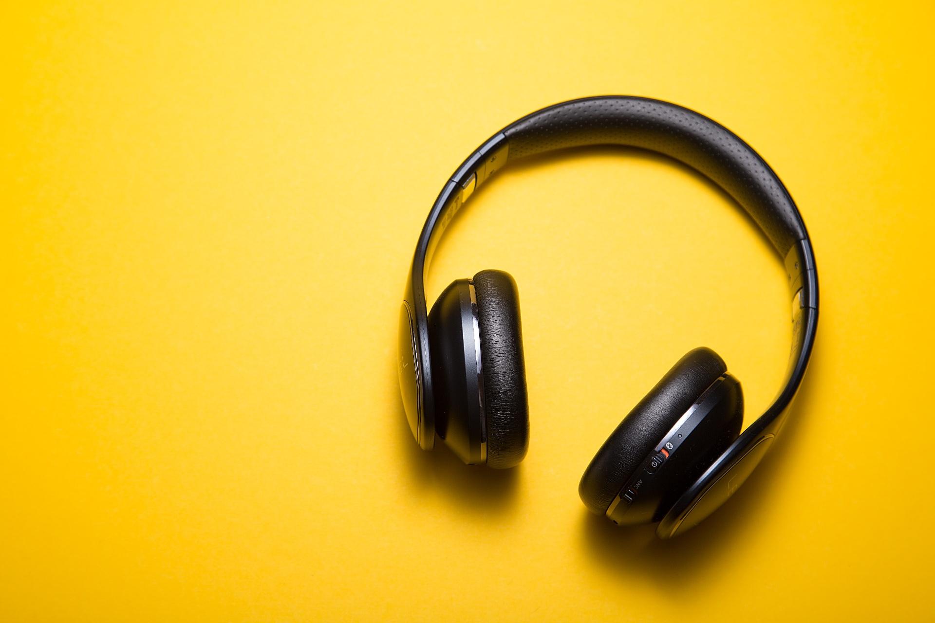 Kundenunzufriedenheit und Geschäftseinbussen aufgrund schlechter Audioqualität_cmm360_Photo by C D-X on Unsplash