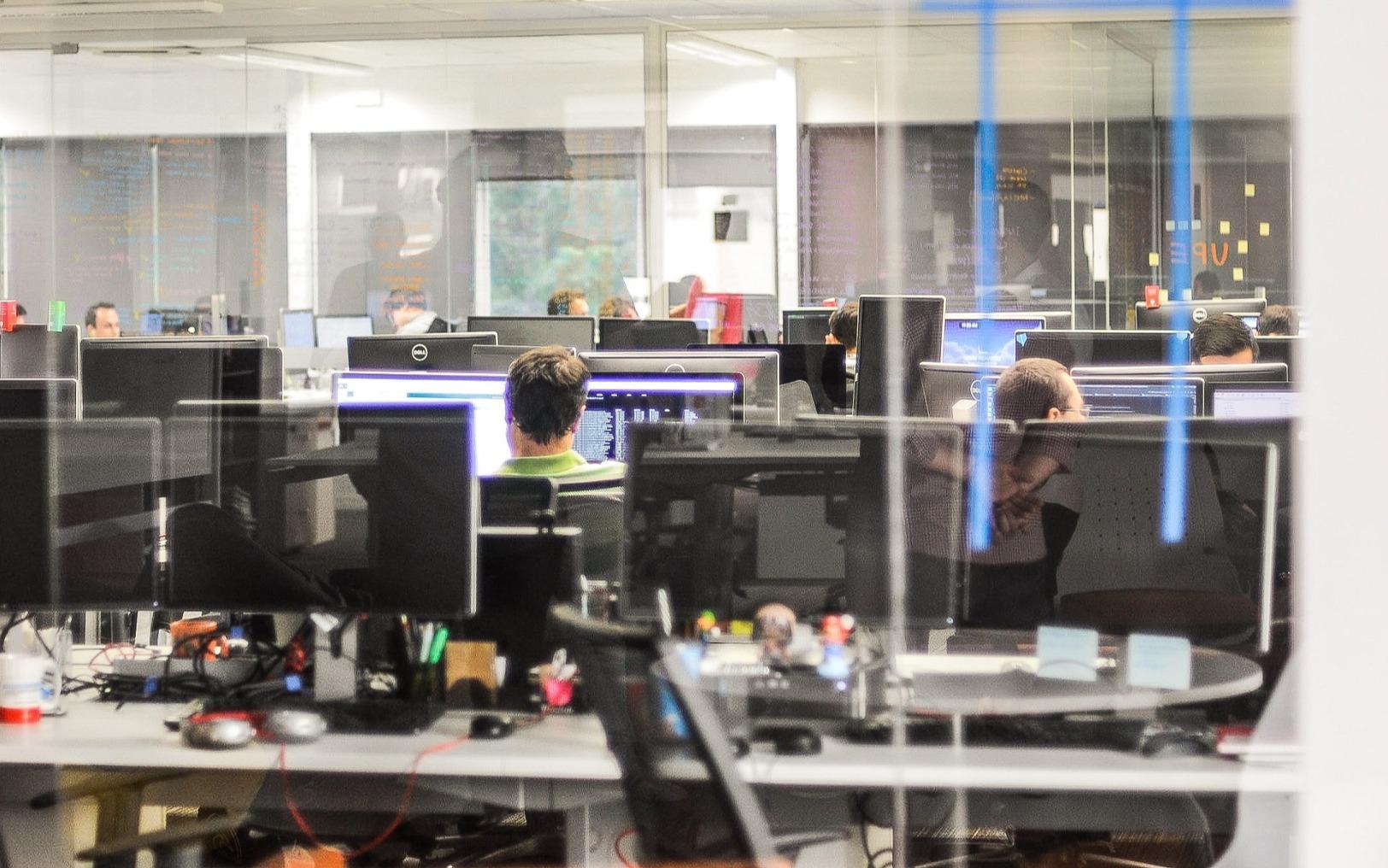 Fast alle Unternehmen wollen agil sein, nur wenige sind es_cmm360_Photo by Giu Vicente on Unsplash