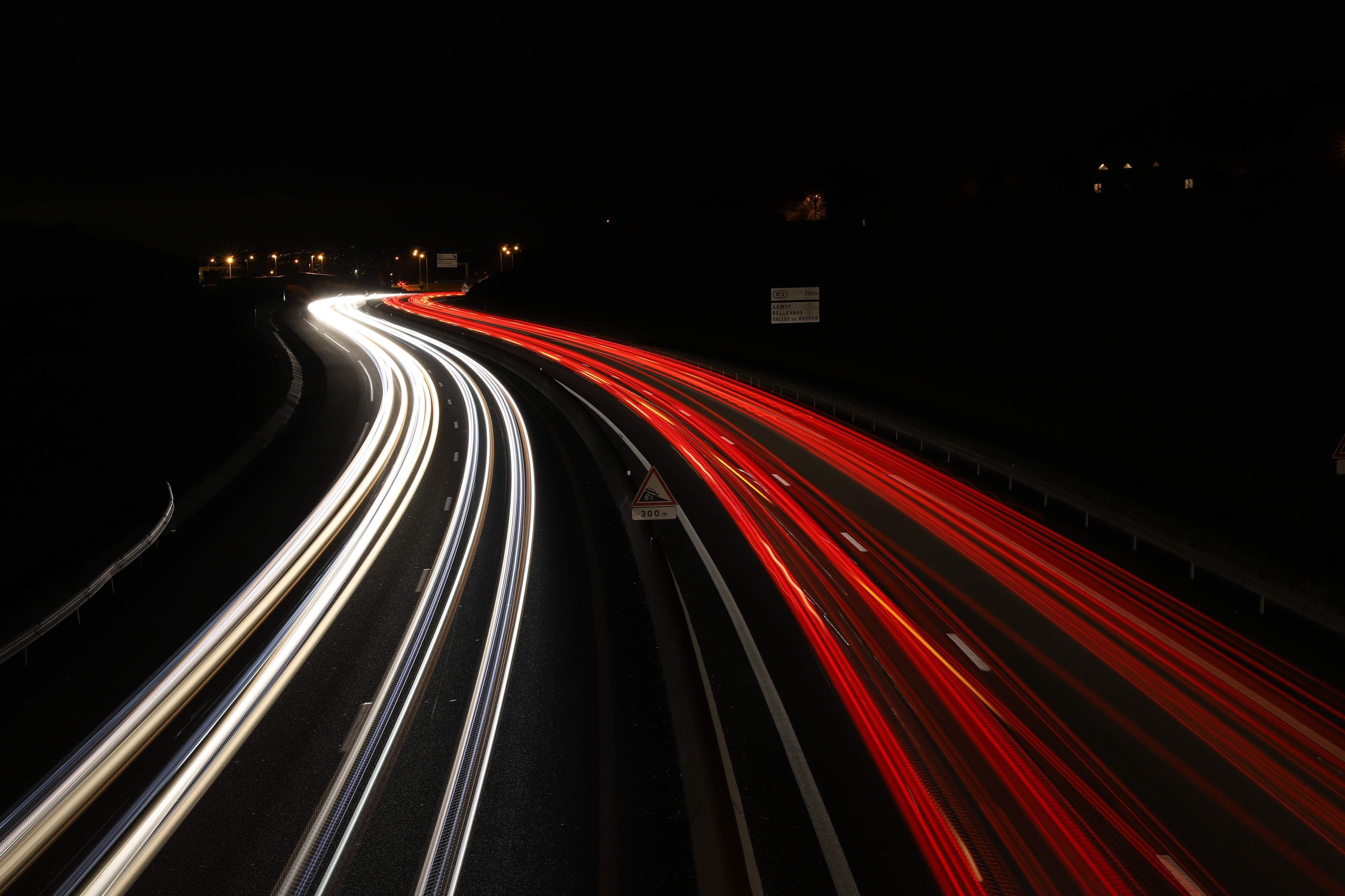 Wachsendes Netz an Ladestationen für Elektrofahrzeuge ist auch in der Sygic GPS Navigation spürbar-cmm360_Photo by Laurie Decroux on Unsplash