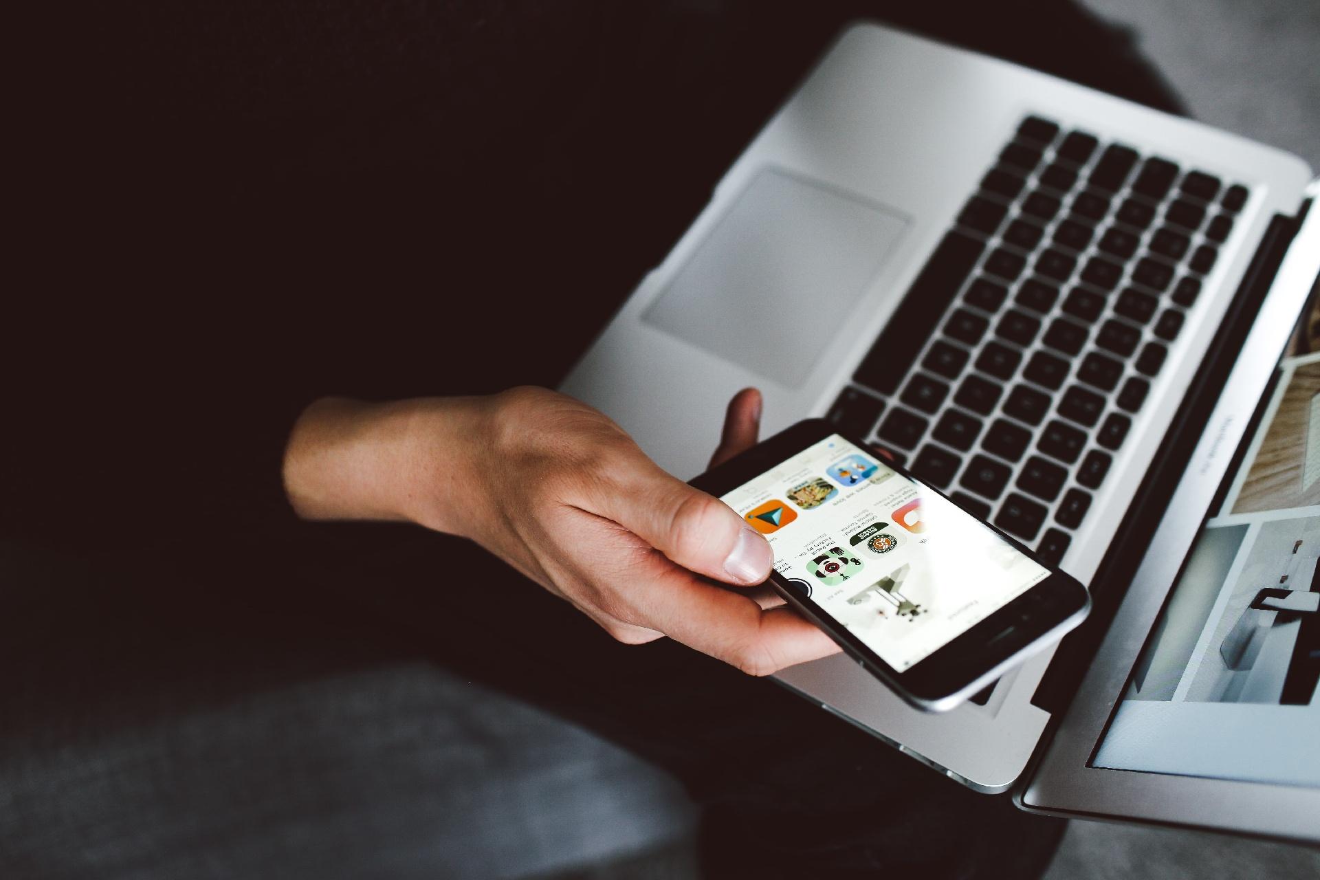 Emarsys veröffentlicht wichtige Updates für seine Omnichannel-Customer Engagement-Plattform_cmm360_Photo by Lilly Rum on Unsplash