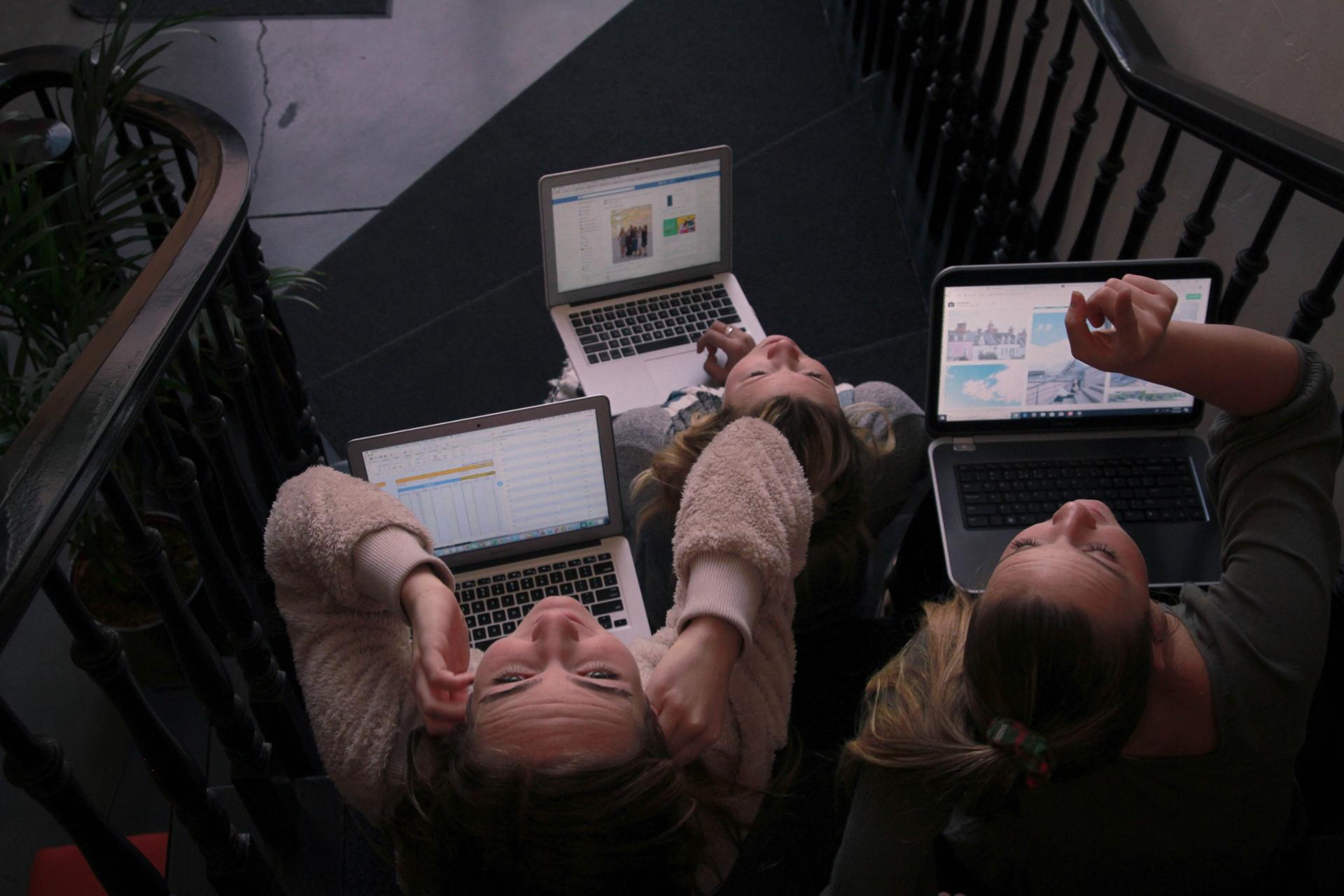 Wie Einkäufer von Unternehmen seriöse Online-Marktplätze schnell erkennen_cmm360_Photo by NeONBRAND on Unsplash