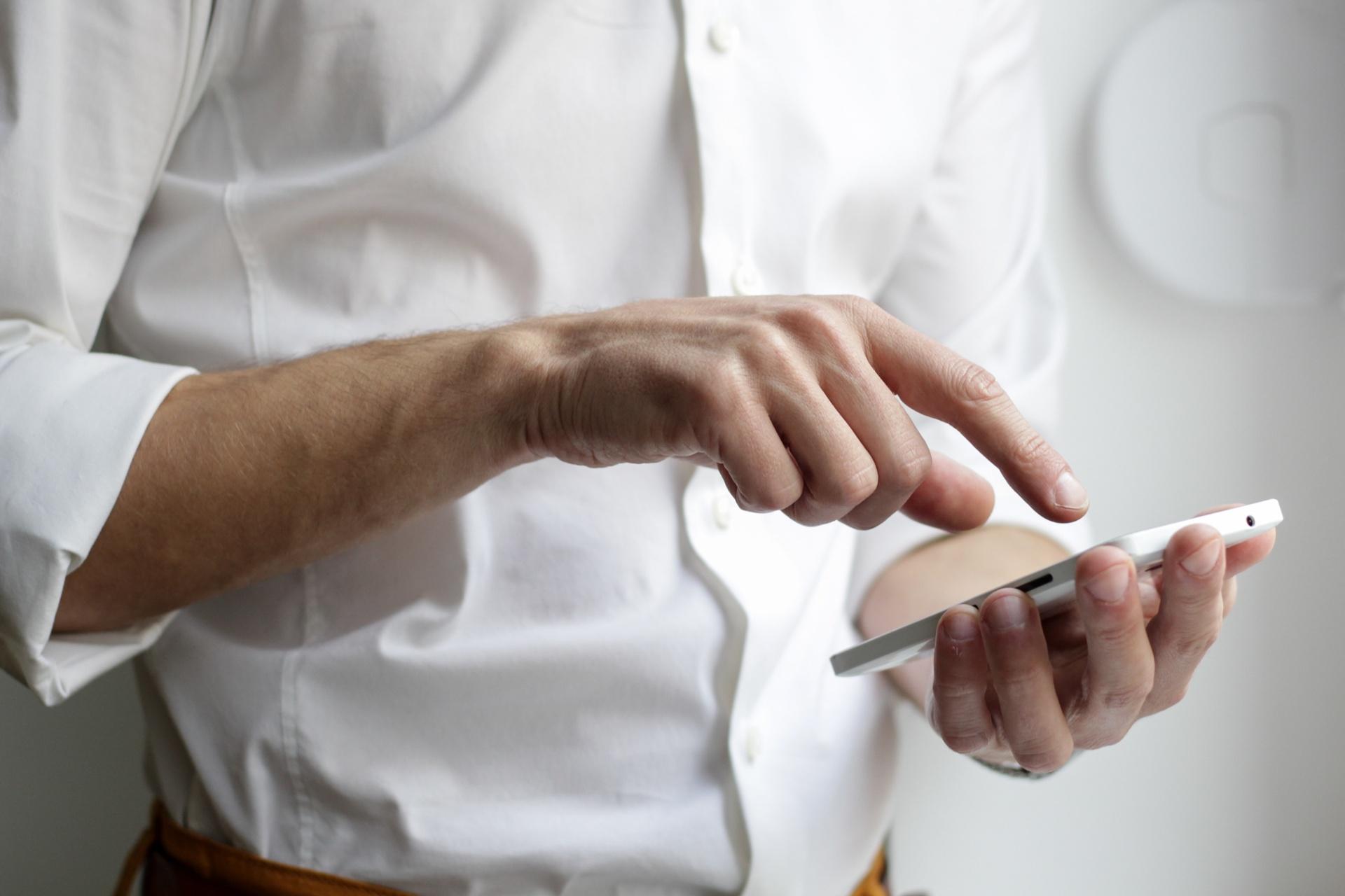 Mobile Sicherheit:Schnell, einfach, sicher: Identitätsprüfung über die Handynummer_cmm360_Photo by NordWood Themes on Unsplash