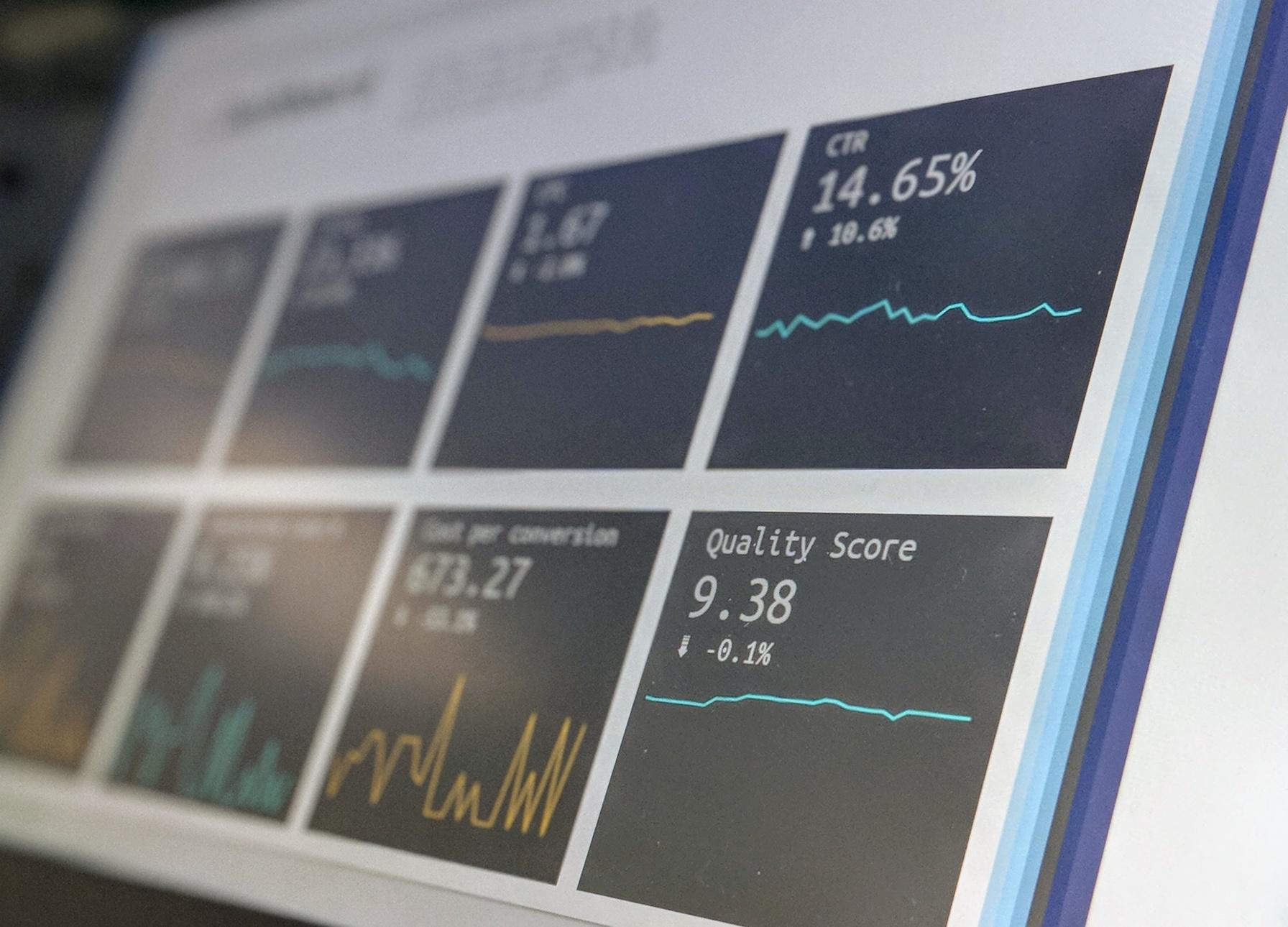 Wertvollere Kunden-Insights durch Daten und KI_cmm360_Photo by Stephen Dawson on Unsplash